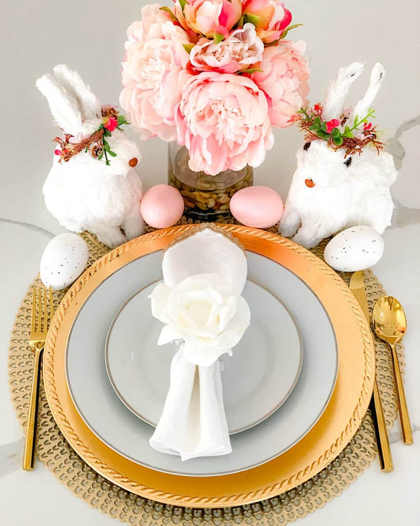 Flowers, eggs and bunnies table setting for Easter - easy Easter decoration ideas!