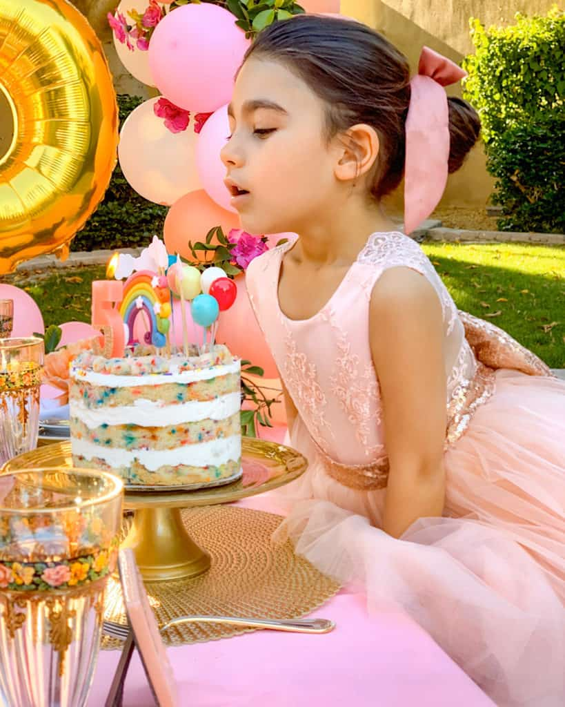 Quarantine party ideas: birthday cake in the garden