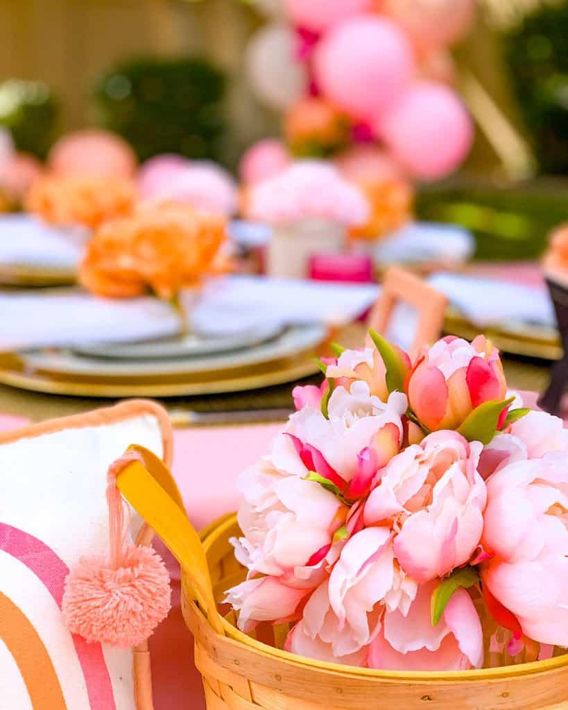Quarantine party ideas: flowers and pom pom decoration.
