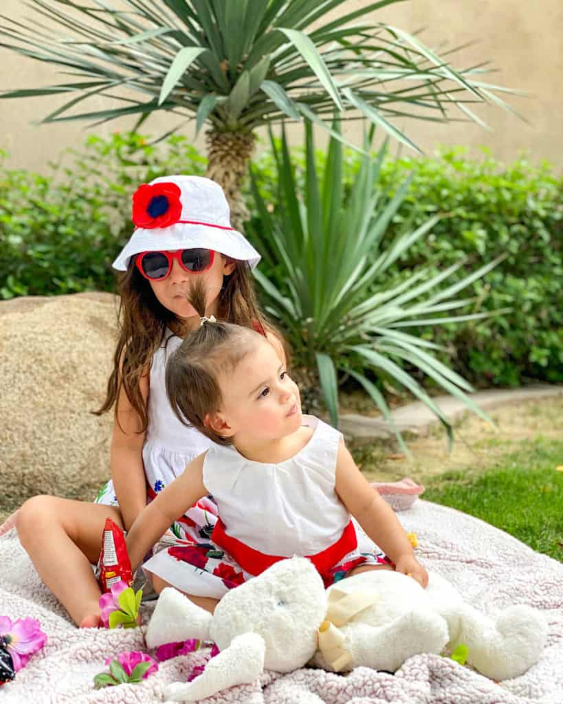 13 life lessons for children: Make friends and remain social!