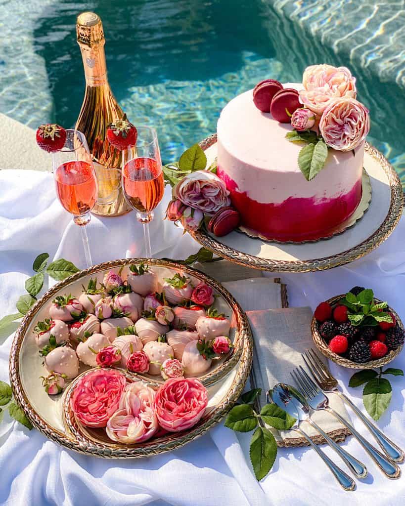 Pool backdrop: Dessert Table Design Tips