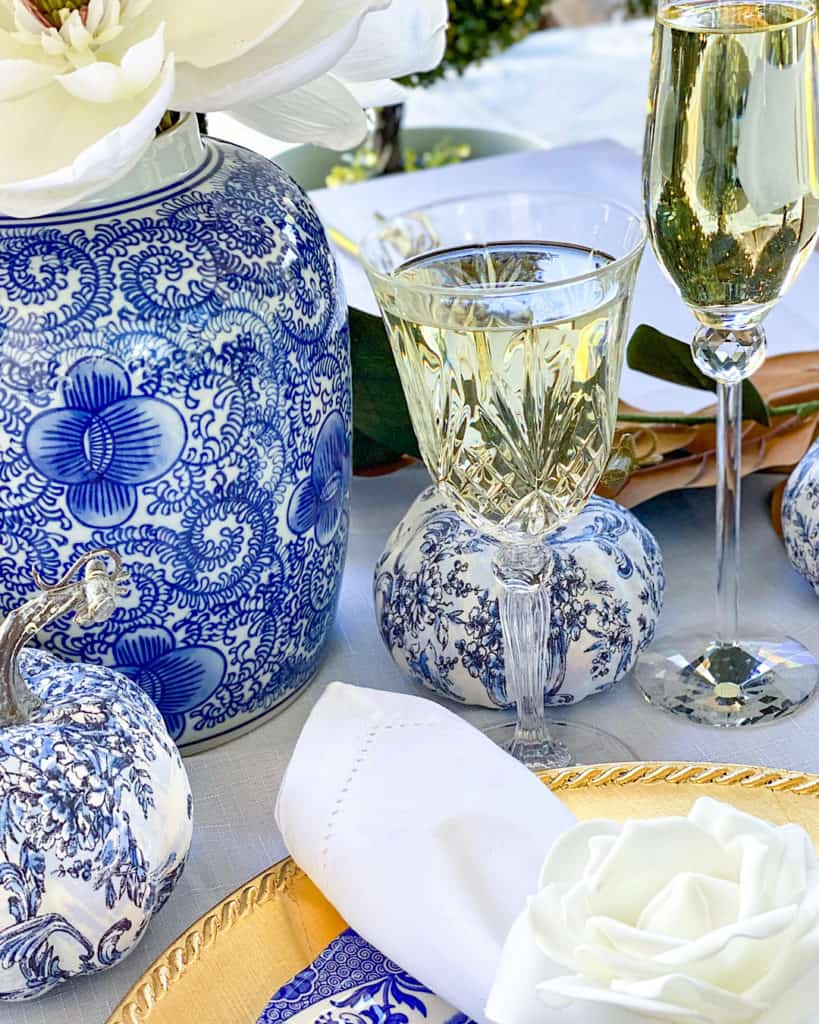 Chinoiserie vases and crystal glassware - Thanksgiving table settings