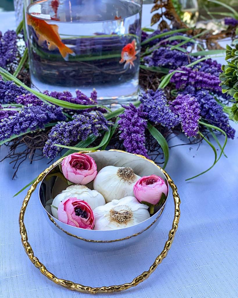 Nowruz table decorations - garlic (Sir)