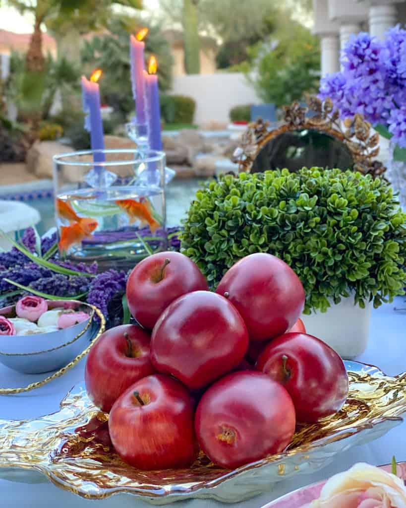 Sib: Apples- Nowruz table decorations