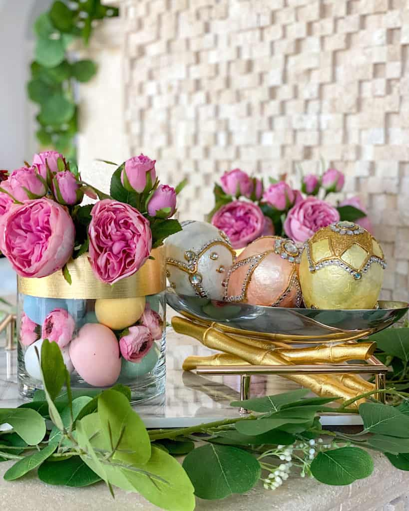 Spring decor - flowers and decorated eggs
