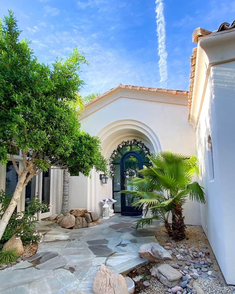 Outdoor Living Trends In 2021 - courtyard