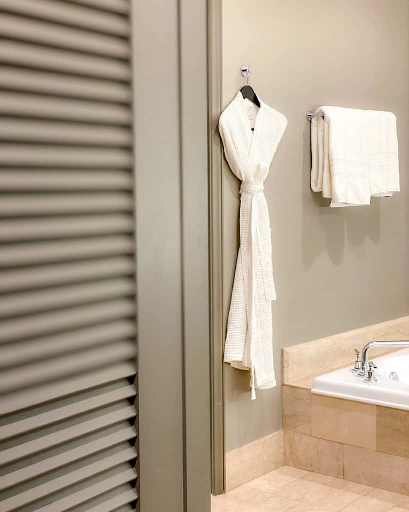 Hotel Room Bathrooms at the Phoenician - travel guide